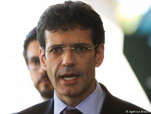 Ministro do Turismo é denunciado no caso dos laranjas do PSL