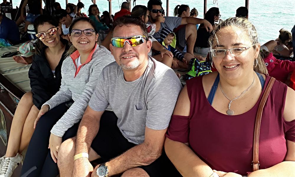 Paloma, Bárbara e os pais Roberto e Isabele no Hospitality boat (esq. para dir.)  - Foto: Divulgação