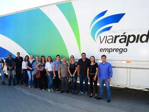 Caraguatatuba recebe pela primeira vez carreta do programa Via Rápida Emprego