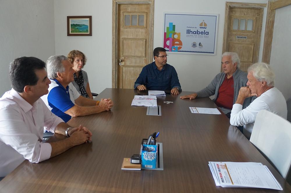 Prefeito Márcio Tenório com representantes da sociedade civil no Conselho - Foto: Divulgação/PMI