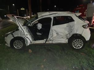 Batida entre carro e ônibus deixa dois mortos e quatro feridos na BR-101, em Angra dos Reis