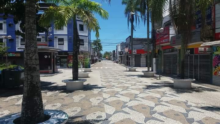 Comércio fechado e ruas vazias em Ubatuba - Foto: Silviane Neumann
