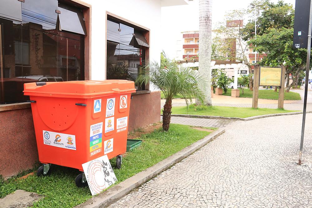 """As 15 lixeiras serão do modelo """"carro-coletor"""" - Foto: Luis Gava/PMC"""