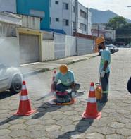 Sabesp realiza teste de fumaça para identificar irregularidades em Ilhabela