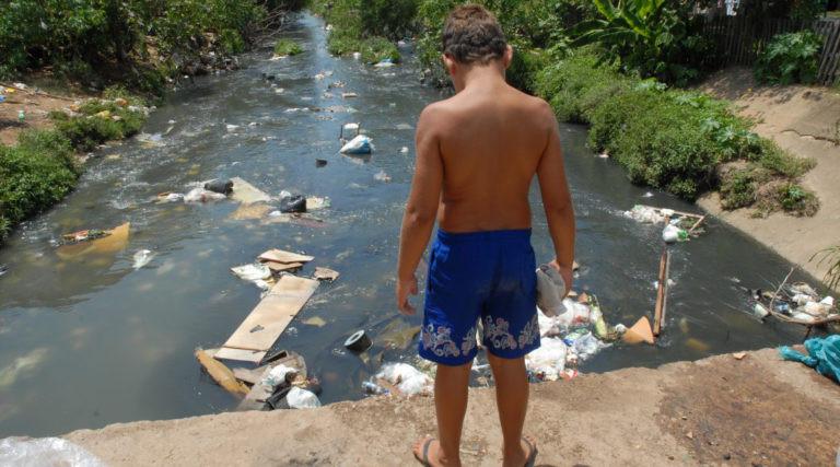Municípios brasileiros ainda sofrem com a falta de saneamento - Foto: Divulgação