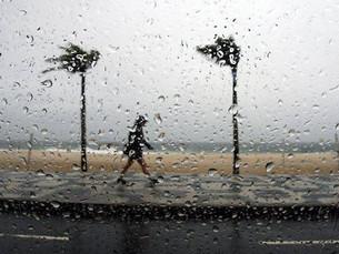 Feriadão vai ser de chuva e temperaturas amenas no Litoral Norte de São Paulo