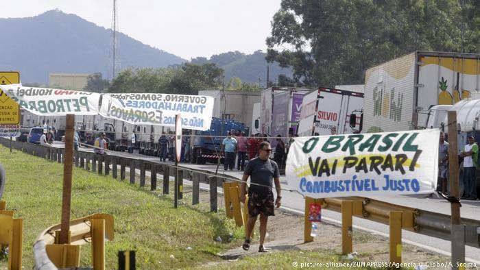 Bloqueio no Rio de Janeiro: governo demorou a agir e acabou negociando acordo que não satisfez todos os grevistas