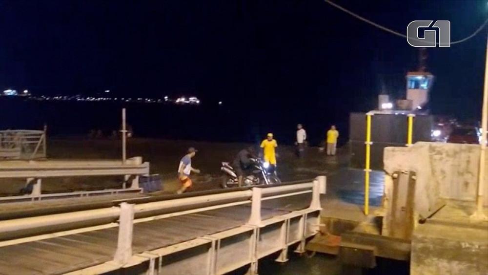 Motociclista faz manobras na área de embarque - Foto: G1