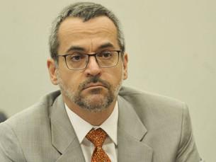 PF vai ao Ministério da Educação para ouvir Weintraub; ministro fica calado em depoimento