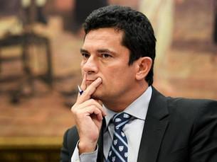 Moro condena ex-diretor da Petrobras e outros 12 na Lava Jato