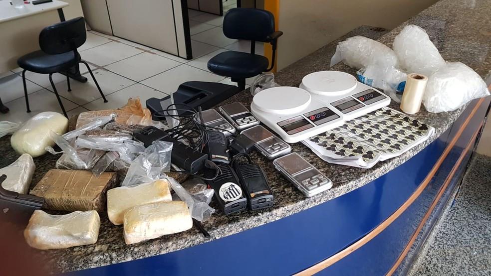 Material foi encontrado na Vilta de Trindade, em Paraty — Foto: Polícia Civil