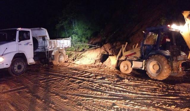 Desobstrução de barreira em Ubatuba