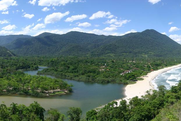 Vista do Rio Itamambuca: Ubatuba é uma das cidades mais preservadas do litoral norte paulista.