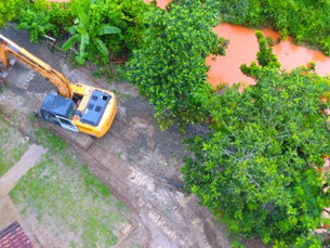 Prefeitura de Caraguá continua com trabalho no Perequê-Mirim para melhorar escoamento de águas