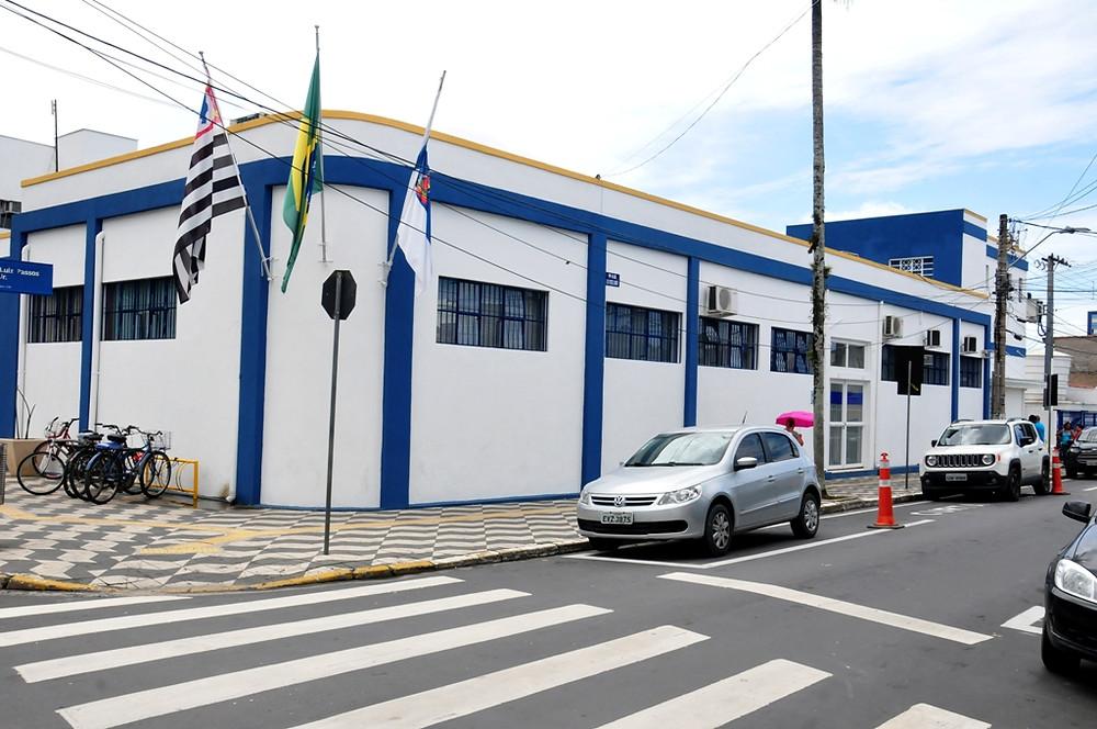 Imagem lateral do Paço Municipal de Caraguatatuba (Foto: Cláudio Gomes/PMC)