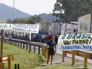 """""""Caminhoneiros expressam sentimento de revolta da população"""""""