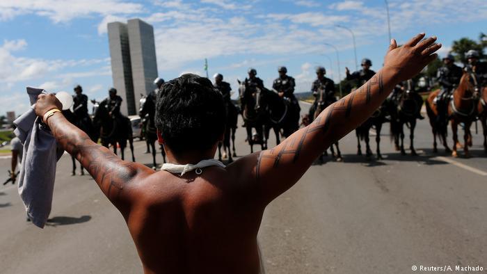 """Protesto de indígenas em Brasília em abril: """"a situação vai de mal a pior"""", diz ONG"""