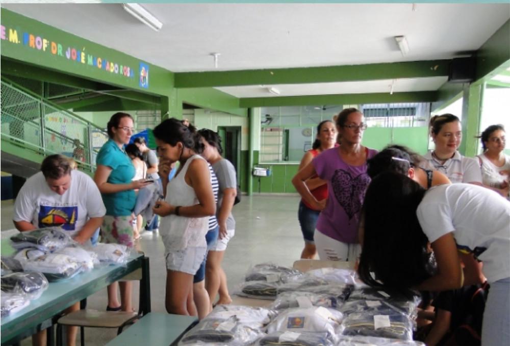 Entrega dos uniformes - Foto: Divulgação/PMSS