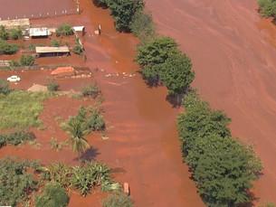 Solo e poeira atingidas pela lama da Samarco estão contaminados com metais pesados, diz estudo