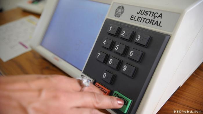 Pela proposta, urna eletrônica imprimiria registro de voto para eventual fiscalização