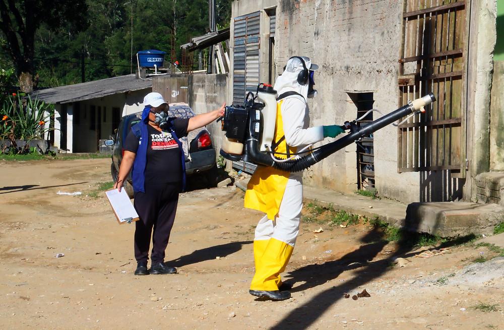 A equipe de combate a dengue contará com 100 pessoas, que farão vistorias em todas as casas e comércios do bairro.
