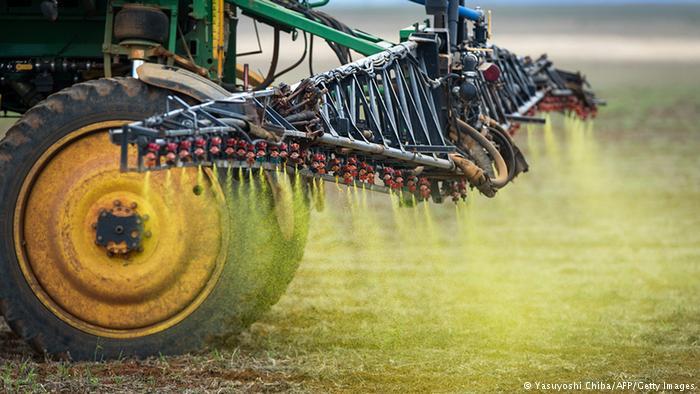 Fabricantes de agrotóxicos, como Syngenta e Bayer, apoiam mudança na lei de agrotóxicos brasileira, aprovada na surdina