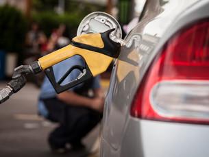 Preço da gasolina nos postos sobe pela segunda semana, diz ANP