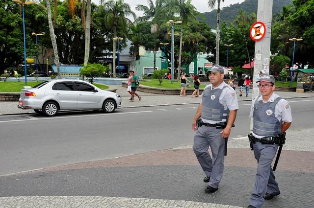 Policiais em ronda em Caraguá - Foto: Claudio Gomes/PMC