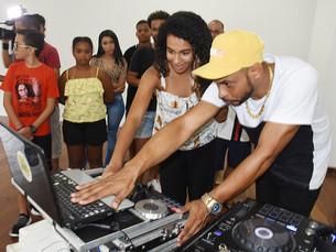 Oficina de Férias em Angra dos Reis: alunos conhecem o universo dos DJs