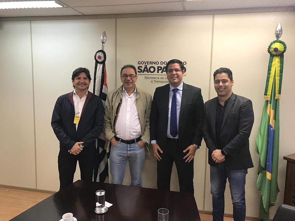 #PraCegoVer: Prefeito ao lado do secretário Mário Mondolfo e deputados André do Prado (estadual) e Márcio Alvino (federal). (Foto: Divulgação/PMC)