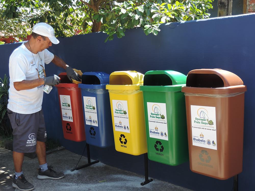 Lixeiras da Operação Praia Limpa em Ilhabela - Foto: Divulgação/PMI