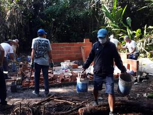 Prefeitura de Ubatuba fiscaliza e demole construções irregulares após denúncia