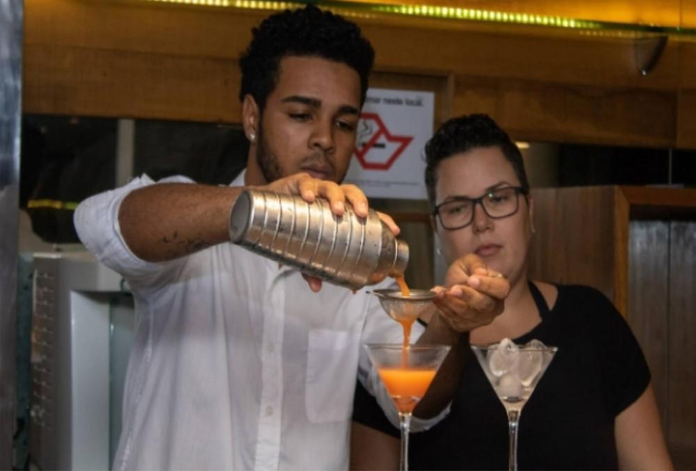 Curso de bartender - Foto: Luciano Vieira/PMSS