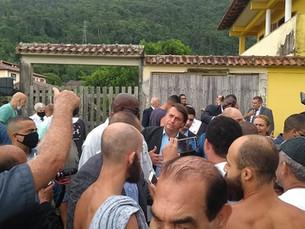 Bolsonaro visita Angra dos Reis para almoçar com prefeito no Colégio Naval e causa aglomeração
