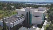 Flávio Bolsonaro compra mansão de R$ 5,97 milhões em bairro nobre de Brasília