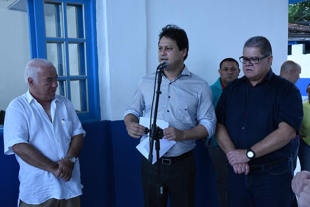 Délcio Sato fala durante inauguração do posto de saúde no Saco da Ribeira - Foto: Divulgação/PMU