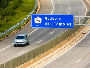 Caminhoneiros desocupam trecho de serra da Rodovia dos Tamoios