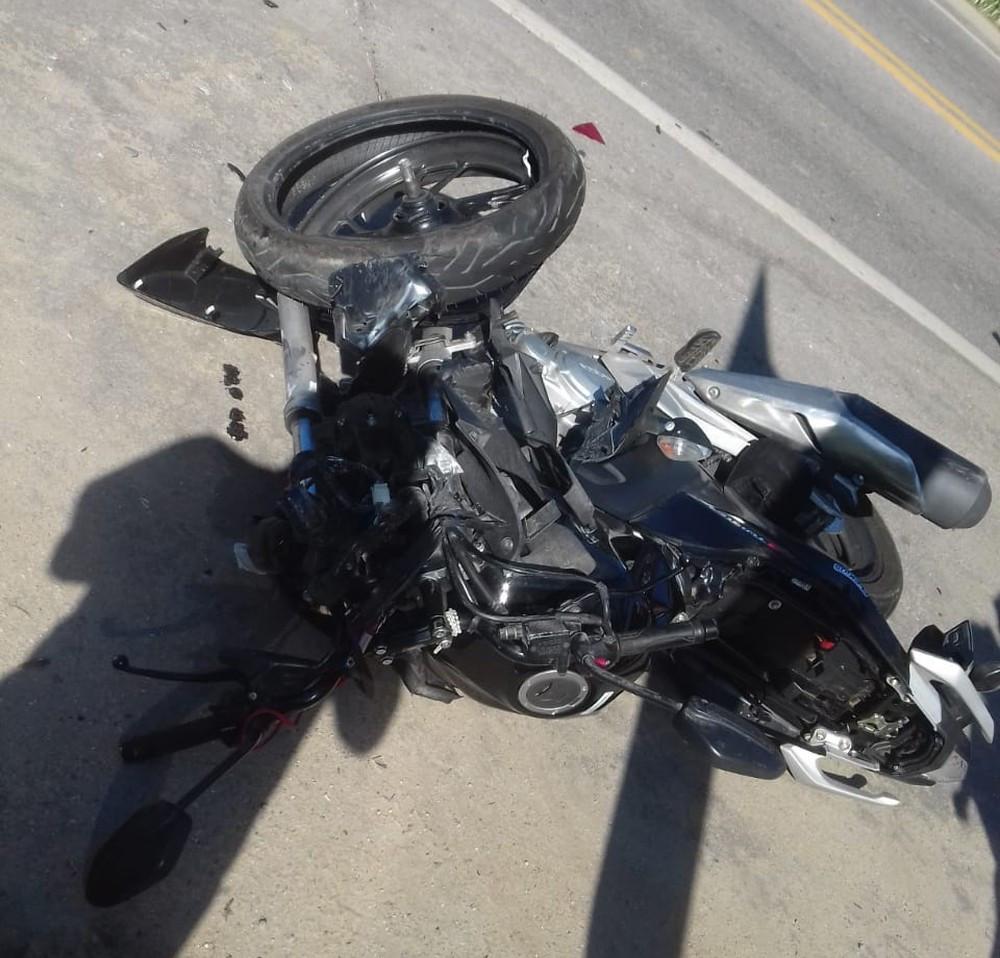 Motociclista fica ferido em acidente com carro na BR-101 em Ubatuba (Foto: Fabrício Tcheller/Arquivo pessoal)