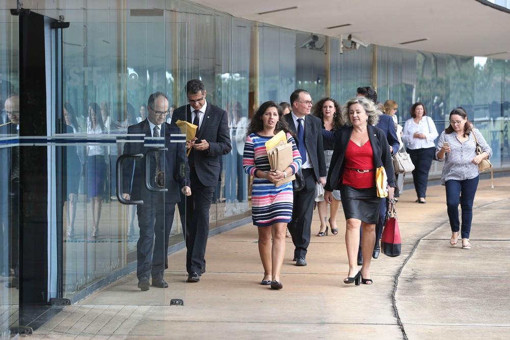Juízes e promotores entregam ao STF mais de cinco mil assinaturas em apoio à prisão após condenação em segunda instância (Foto: Valter Campanato/ Agência Brasil)