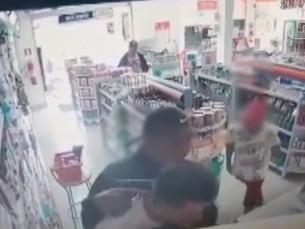 Adolescentes armados roubam farmácia em Caraguá
