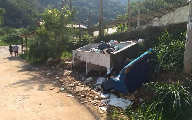 O local está acumulando lixo e trazendo insetos e mau cheiro para as residências do entorno - Foto: Divulgação/PMSS