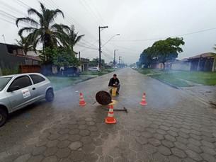 Sabesp realiza teste de fumaça para identificar irregularidades em Caraguatatuba