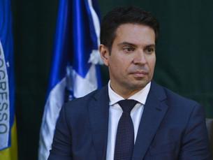 Moraes rejeita pedido para rever decisão e arquiva processo sobre nomeação de Ramagem na PF