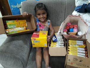 Crianças da PB ganham caixas de biscoito de presente de Natal após pedido nas redes sociais