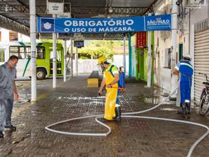 Terminal de ônibus urbano passa por higienização em Ubatuba