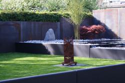 Metallabsatz im Garten