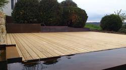 Holzboden im Garten