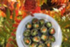 makis crus alimentation vivante sans riz légumes graine germes feuilles de nori algues bienfaits manon touati bonheur en fleur naturopathie naturopathe coach holistique psychomotricité psychomotricienne cours de cuisine guéri-cuisine recettes crusine ateliers cuisine guérison alimentation saine maladie de crohn rch hashimoto hypothyroidie maladie auto immune inflammatoire chronique sclérose en plaque makis sushis étapes explications