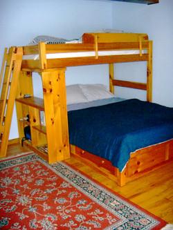 Queen bedroom, twin over queen beds