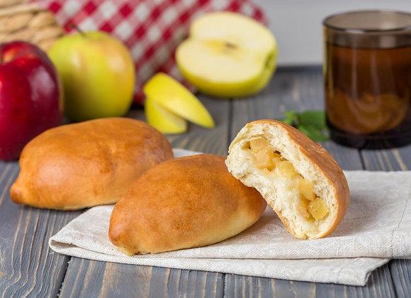 Пирожок из дрожжевого теста, собственного приготовления, с яблоком
